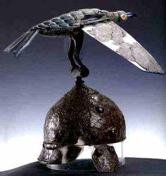 Celtic helm with raven totem, from Satu Mare (Romania) Old European culture: Bran Vran Ancient Romans, Ancient Art, Raven Totem, Largest Bird Of Prey, Roman Armor, Alexandre Le Grand, Celtic Clothing, Hallstatt, Celtic Warriors