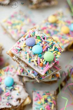 Try this Easter Saltine Toffee recipe this Spring! This classic, Saltine Toffe. Try this Easter Saltine Toffee recipe this Spring! This classic, Saltine Toffee is an simple to make recipe, using sim Spring Recipes, Easter Recipes, Birthday Recipes, Easter Ideas, Holiday Recipes, Candy Recipes, Dessert Recipes, Cracker Candy, Saltine Toffee