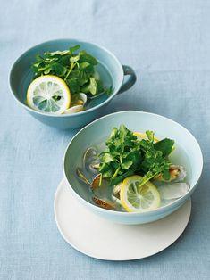 【ELLE gourmet】あさりとレモン、ざくざくクレソンのスープレシピ|エル・オンライン