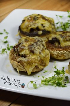 Pieczarki faszerowane mięsem mielonym - KulinarnePrzeboje.pl Polish Recipes, Healthy Dishes, Meatloaf, Salmon Burgers, Baked Potato, French Toast, Grilling, Stuffed Mushrooms, Menu