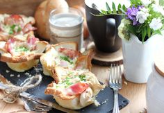 15 Minuten Frühstücksmuffins Camembert Cheese, Ethnic Recipes, Food, Meal, Simple, Recipies, Essen, Meals, Yemek