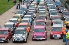 Super cute old cars mini coopers Ideas Classic Mini, Classic Cars, Old Mini Cooper, Morris Minor, Mini Things, Cute Cars, Small Cars, Old Cars, Retro
