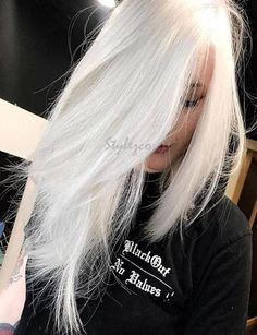 Hottest Pure White Hair Color Ideas & Trends for 2019 The most beautiful hair ideas, the most trend White Ombre Hair, White Blonde Hair, Platinum Blonde Hair, Ombre Hair Color, Hair Color Balayage, Blonde Color, Long White Hair, Blue Hair, Red Color