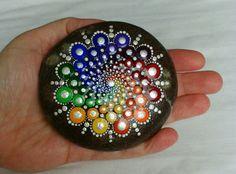 Handgemalte Mandala Stein von DigsGroove auf Etsy