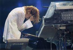 YOSHIKI、7月27日(月)頸椎椎間孔切除の手術|BARKS音楽ニュース