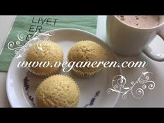 Enkle veganske vaniljemuffins - YouTube Muffin, Breakfast, Youtube, Food, Baking Soda, Vegans, Morning Coffee, Eten, Cupcakes