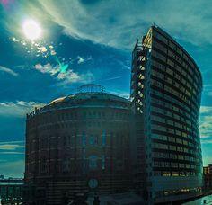 Rundgang in Wiens Gasometer (c) STADTBEKANNT - Das Wiener Online Magazin Online Magazine, Empire State Building, Travel, Vienna, City, Viajes, Traveling, Tourism, Outdoor Travel