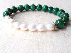 Green Jade Bracelet by XtraClaire on Etsy  https://www.etsy.com/es/listing/252887322/green-jade-bracelet-pearl-mala-bracelet