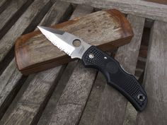 """Spyderco Native; """"made on earth"""""""