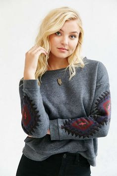 OBEY Lori Crew Neck Sweatshirt - i like this shirt because its relly basic when you have a jacket on, but when you not it´s different...