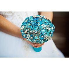 #nicsbuttonbuds #realwedding #alternativebouquets #weddingflowers  Are you a Nic's Button Buds bride and want to share your photos!  Upload them to instagram and tag @nicsbuttonbuds or #nicsbuttonbuds and if we spot them we will share :) #disneywedding #d