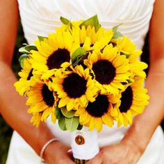 Nothing will make you want to smile more then a simple sunflower bouquet