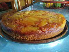 """Η εκτέλεση της συνταγής είναι της κ.  Andriana Antoniou  – """"ΟΙ ΣΥΝΤΑΓΕΣ ΤΗΣ ΓΚΟΛΦΩΣ""""      Υλικά για την βάση του ταψιού :  4 κίτρινα μήλα  85γρ. Βούτυρο ανάλατο  1/2 φλυντζανι καστανή ζάχαρη  1κουταλακι κανέλλα  1 κουταλια χυμό λεμονιού    Υλικά για το"""
