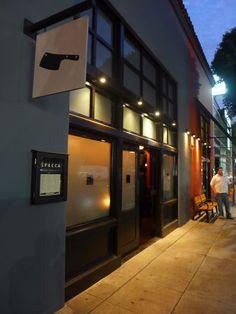 """ハリウッド。肉が美味しい店。赤ワインと肉!量が多いから6人(最大6名のテーブルしかない)で行くといいらしい。BLTサラダ、ポーク(red wattle pork """"segreto"""")、Tボーン(bistecca fiorentina)あたりがいいらしい chi SPACCA 6610 Melrose Ave Los Angeles, CA 90036 Phone:(323) 297-1133 http://www.chispacca.com/ 評価:★★★★★"""