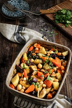 Roasted root vegetables - cooked in coconut milk, and topped with salty, crunchy macadamia nuts, they are sweet, creamy and absolutely delicious. Marinated Grilled Vegetables, Roasted Root Vegetables, Root Veggies, Roasted Beets, Thanksgiving Side Dishes, Thanksgiving Recipes, Thanksgiving 2016, Vegetarian Thanksgiving, Holiday Recipes