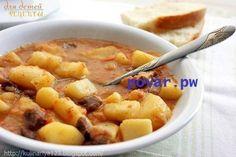 Картошечка, тушенная с мясом (как в д/садике) Ингредиенты: Говядина - 400-600 гр Чищеный картофель - 1 кг ( к-во не принципиально). Лучше брать тот сорт картофеля, который имеет свойство развариваться, т.е рассыпчатый) 1 луковица 1 морковка 1 ч. л муки 1 спелая помидорина или 1 ч. л том. пасты ( можно без того и другого) Приготовление: 1. Порезать лук и кубиками морковку. Слегка спассировать на растительном масле сразу в кастрюле. ( для маленьких детей не пассировать, а добавить после…