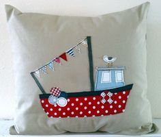 Set of 3 nautical linen applique cushion covers par mojosewsew Nautical Cushion Covers, Nautical Cushions, Nautical Quilt, Freehand Machine Embroidery, Free Motion Embroidery, Applique Cushions, Sewing Pillows, Fabric Crafts, Sewing Crafts