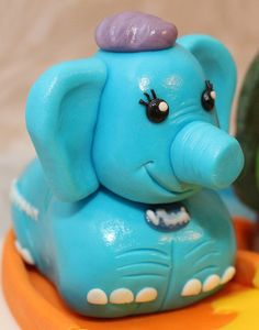 Vtech Toot Toot Animals Birthday Cake!! Animal Birthday Cakes, Birthday Party Themes, Toot, Creative Cakes, Piggy Bank, Smurfs, Animals, Animais, Animales