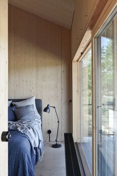 Osprey Nest/Strängnäs — Jordens Colour Architecture, Wooden Architecture, Interior Architecture, Interior Design, Bedroom Decor For Small Rooms, Home Bedroom, Minimalist Interior, Minimalist Bedroom, Tiny House Cabin