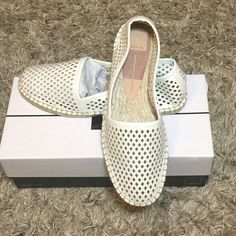 NWT Dolce Vita white Stella Cute show to set off any outfit. Dolce Vita Shoes Flats & Loafers
