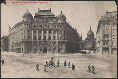 székháza a Szabadság téren 1900 körül Vintage Architecture, Classical Architecture, Old Pictures, Old Photos, Budapest Hungary, Historical Photos, Old Town, Taj Mahal, The Past