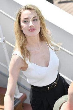 Amber Heard - Most Beautiful Girls Amber Heard Age, Amber Heard Style, Amber Heard Body, Most Beautiful Faces, Beautiful Celebrities, Beautiful Actresses, Beautiful People, Amber Head, Beauté Blonde