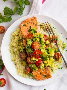 Baked Salmon with Creamy Avocado Sauce Healthy Salmon Recipes, Fish Recipes, Seafood Recipes, Vegetarian Recipes, Salmon Dishes, Pork Dishes, Fish Dishes, Main Dishes, Healthy Cooking