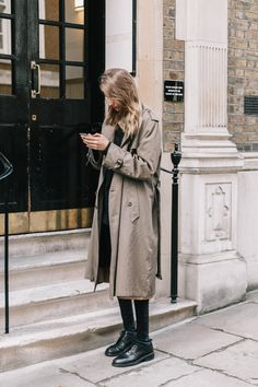 New Fashion Collage Outfits Boots Ideas Street Style Vintage, Street Style Blog, Collage Outfits, Fashion Collage, Looks Style, Style Me, Daily Style, Trench Coat Outfit, Quoi Porter