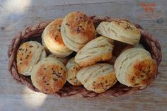 zemiakové pagáče Baking Recipes, Biscuits, Bakery, Muffin, Bread, Cooking, Breakfast, Food, Cooking Recipes