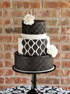 Discover romantic wedding cake designs for Your Big Day: http://www.modwedding.com/2014/10/11/discover-romantic-wedding-cake-designs-big-day/ #wedding #weddings #wedding_cake Featured Wedding Cake: Andrea Howard Cakes