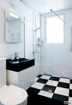 Via Scandinavian Deko | Black and White Bathroom