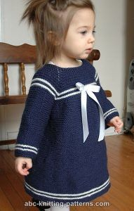 Matroskjole | Strikkeglad.dk Baby Sweater Patterns, Baby Sweater Knitting Pattern, Baby Knitting Patterns, Knitting Designs, Baby Patterns, Crochet Baby Dress Pattern, Knit Baby Dress, Baby Pullover Muster, Sailor Dress
