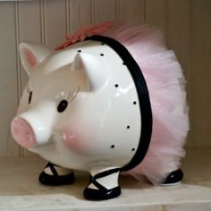 Piggy Bank Pig Bank, This Little Piggy, Money Box, Hand Painted Furniture, Little People, Ideas Para, Halloween, Fun Crafts, Baby Gifts