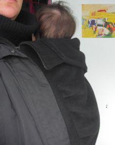Als je kind te groot wordt om 'm in je jas te dragen, dan wordt het tijd voor een draagjas. Maar ja, niet alle portemonnees staan dat toe ...