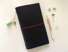 Black - Midori Traveler's Notebook // Refillable Leather Journal