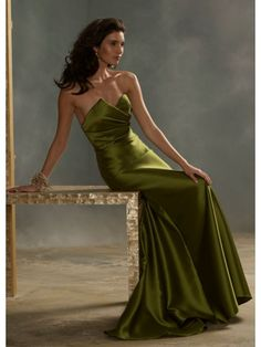 A-line Sweetheart Long Green Satin Bridesmaid / Evening /Prom/Formal/ Wedding Party Dresses
