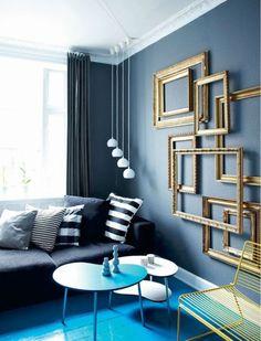 Un salon à base de noir, de gris et de bleu.