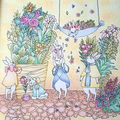 Instagram media marisumi0801 - 森の生き物と素敵なおうちの暮らしぬりえブックより(*^^*) 「農家のウサギのおうち」 幸せそうなウサギファミリーにほんわか☺️ #森の生き物と素敵なおうちの暮らしぬりえブック #パステル #色鉛筆 #ホルベイン #コロリアージュ #大人の塗り絵 #ステッドラー