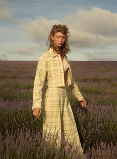 Ondria Hardin dons the best of the Spring 2018 collections in the lavender fields of Bridestowe Estate in Tasmania, heartland of some of the finest Merino sheep in the world. Here, she wears Bianca Spender wool suit. Photography by Saskia Wilson Fashion Shoot, Fashion Pants, Editorial Fashion, Fashion Dresses, Fashion 2018, Trendy Fashion, Womens Fashion, Fashion Trends, 90s Fashion
