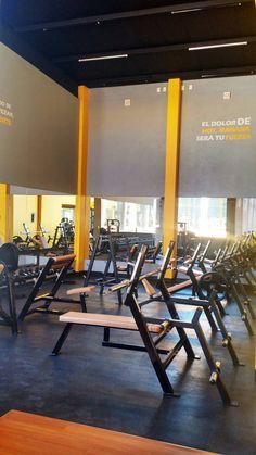 Club Design, Gym Design, Gym Interior, Interior Design, Academia Completa, Bussines Ideas, Gym Machines, Gym Decor, Gym Room
