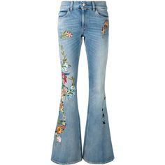 Gucci floral embroidered flares (73.970 UYU) ❤ liked on Polyvore featuring jeans, pants, denim, gucci, blue, floral embroidered jeans, flower embroidered jeans, distressed jeans, destroyed jeans and blue ripped jeans