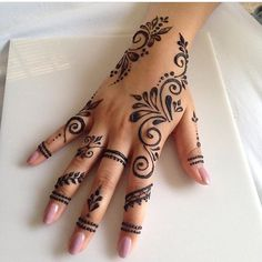 50 Most Beautiful Looking Kuwait Mehndi Design (Kuwait Henna Design) that you can apply on your Beautiful Hand. Pretty Henna Designs, Henna Tattoo Designs Simple, Finger Henna Designs, Henna Designs Easy, Mehndi Designs For Fingers, Latest Mehndi Designs, Easy Mehndi, Henna Tattoo Hand, Mandala Tattoo