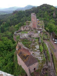 Altdahn Castle that is in Ruins.