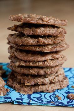 Crispy Oatmeal Toffee Cookies for the  roasted peach ice cream sandwiches