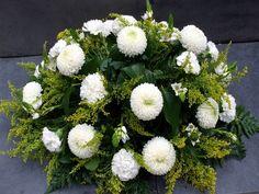 Grafstuk Allerheiligen 2 Funeral, Cemetery Decorations, Arte Floral, Big Flowers, Floral Arrangements, Floral Wreath, Valentines, Wreaths, Christmas