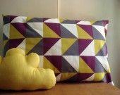 Housse de coussin rectangulaire 50x30 Triangles aubergine moutarde : Textiles et tapis par le-bazar-creations