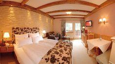 Hotel TUXERHOF - Zimmerbeispiel LANDLEBEN Hotels, Spa, Wellness, Furniture, Home Decor, Environment, Country Living, Lounge Seating, Homes