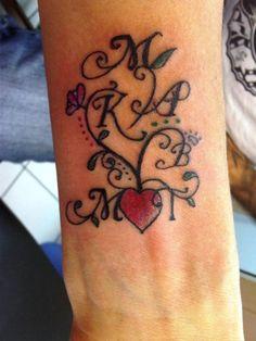 Árbol Corazón con iniciales de la Familia