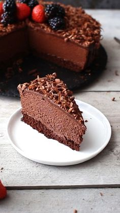 This is THE Chocolate Mousse Cake recipe. Soft and moist chocolate cake layer topped with super creamy chocolate mousse and soft chocolate ganache. Rezepte This is THE Chocolate Mousse Cake recipe. Soft and moist chocolate cake layer topped with s Baking Recipes, Cake Recipes, Dessert Recipes, Baking Desserts, Cake Baking, Just Desserts, Delicious Desserts, Yummy Food, French Desserts