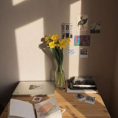 Get creative wall painting designs & ideas for a stylish home decor.Latest home painting colour ideas & designs for bedrooms, living rooms and more at Asian My New Room, My Room, Drawing Room Interior, Room Partition Designs, Room Goals, Aesthetic Rooms, House Rooms, Living Rooms, Bedroom Decor